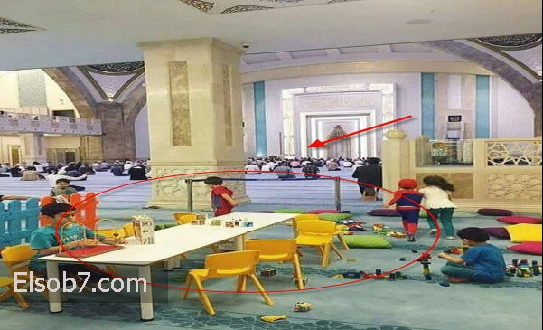 تفاصيل صور أثبتت وجود ملاهي في المسجد للأطفال